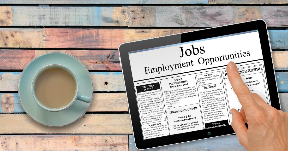 Annonces d'emploi affichées sur un iPad